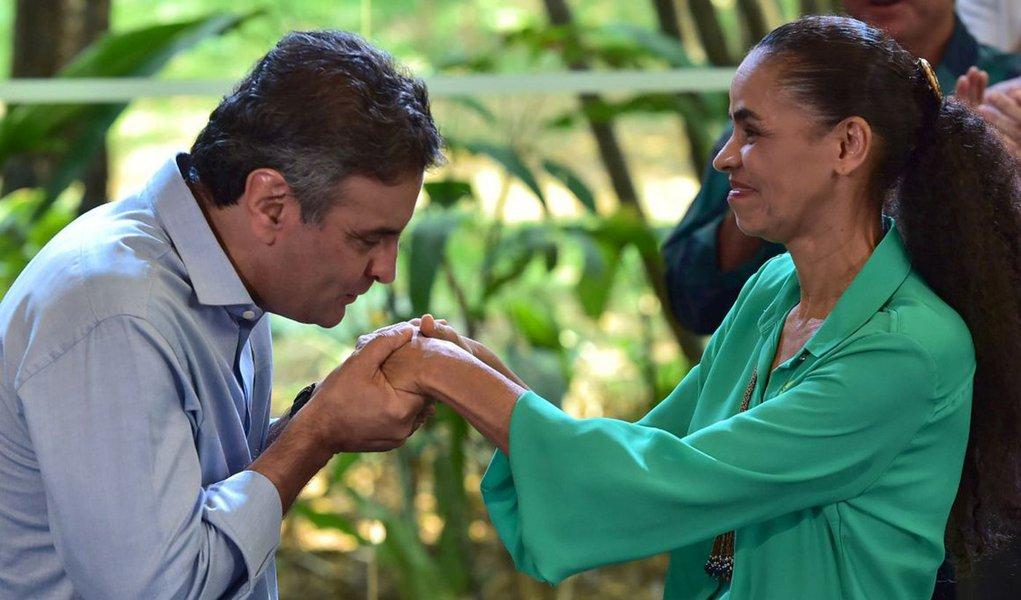 Após aliar-se com Aécio, Marina diz que PSDB precisa de férias do poder