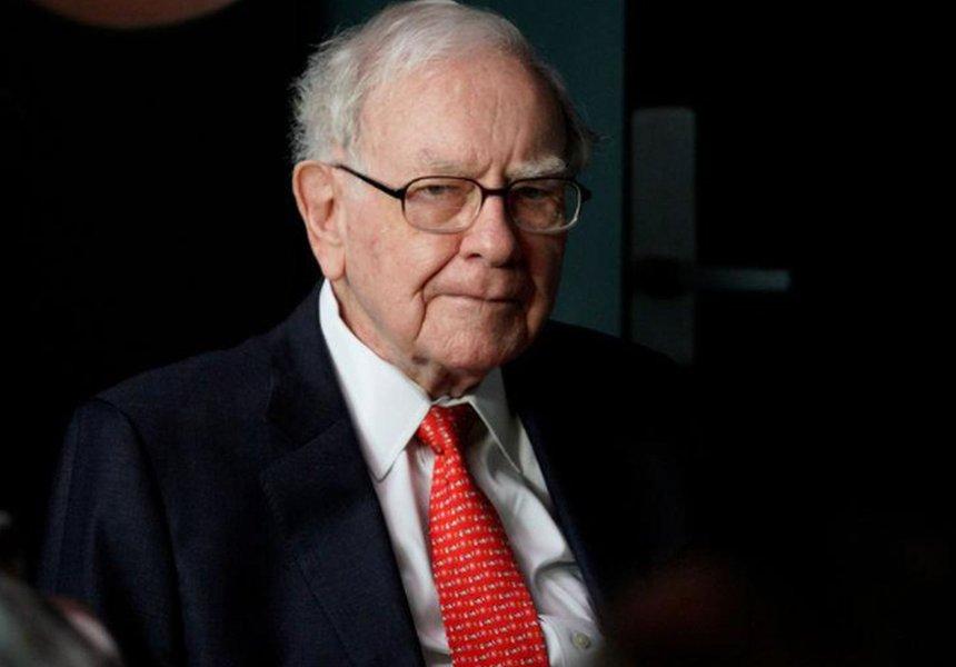 Empresa de Warren Buffett recompra ações e eleva participação na Apple