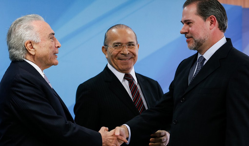 Temer e Toffoli fecham acordo para trocar auxílio-moradia por reajuste