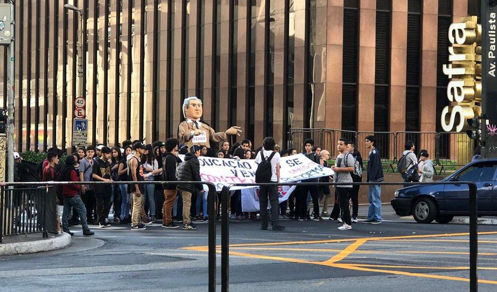 Estudantes protestam em SP contra reforma do ensino médio