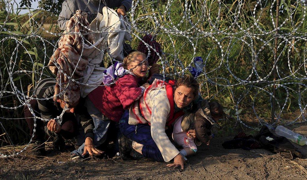 """ONGs denunciam fome como nova tática """"desumana"""" da Hungria contra refugiados"""
