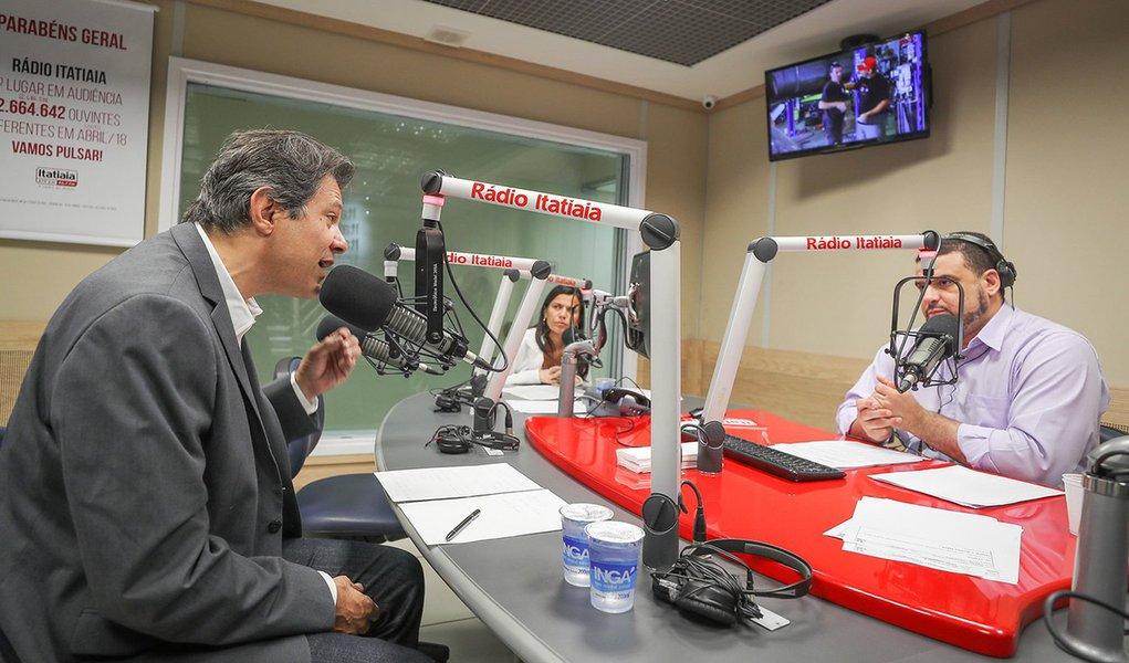 'Estou aqui pra fazer chegar as propostas de Lula ao povo', diz Haddad