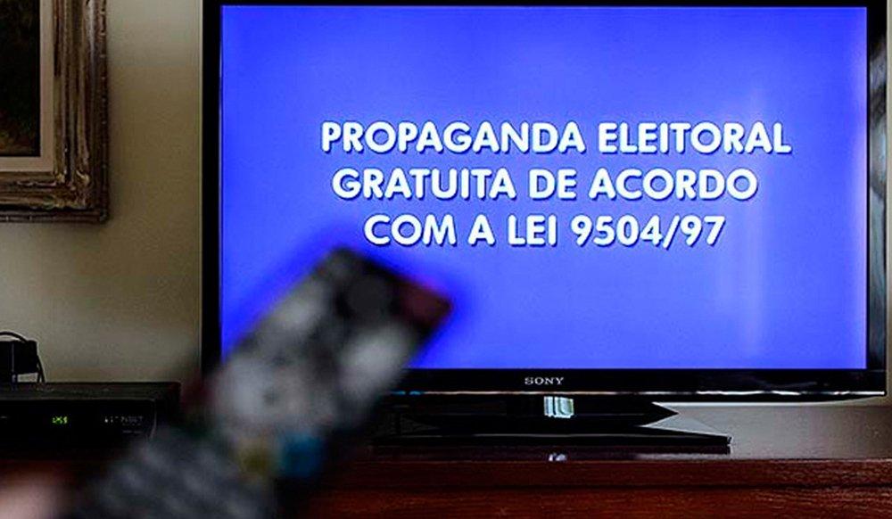 Candidatos aproveitam 1º dia de propaganda eleitoral para se apresentar