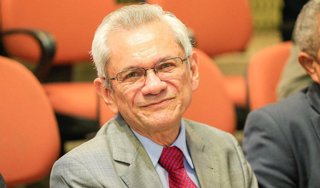 Ministro afasta presidente do TRE do Piauí