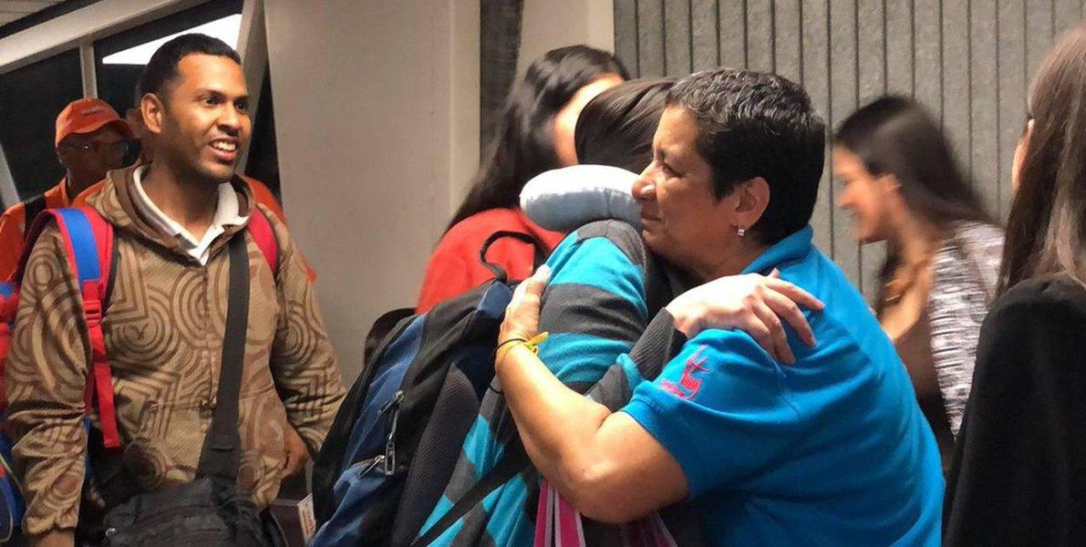 Venezuela repatria emigrantes que estavam no Peru, que declara emergência na fronteira