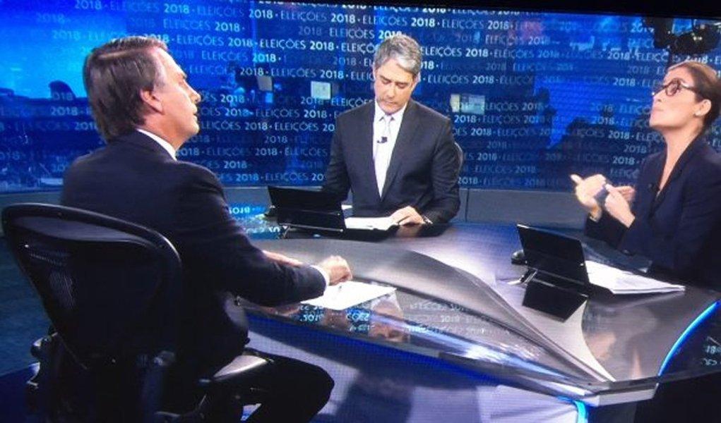 """Bolsonaro cita """"pejotização"""" dos jornalistas da Globo e Bonner muda de assunto"""