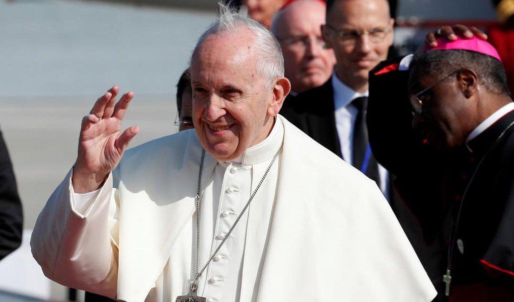 """Em Dublin, Papa diz que abusos de padres causam """"sofrimento e vergonha"""""""
