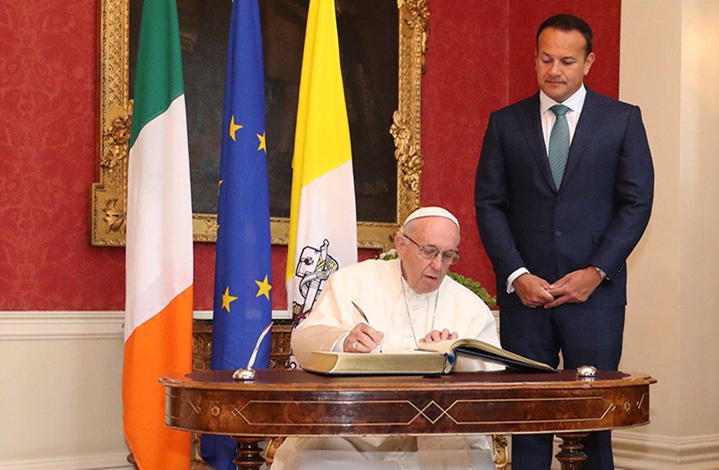 Primeiro-ministro da Irlanda pede ao papa justiça a vítimas de abusos