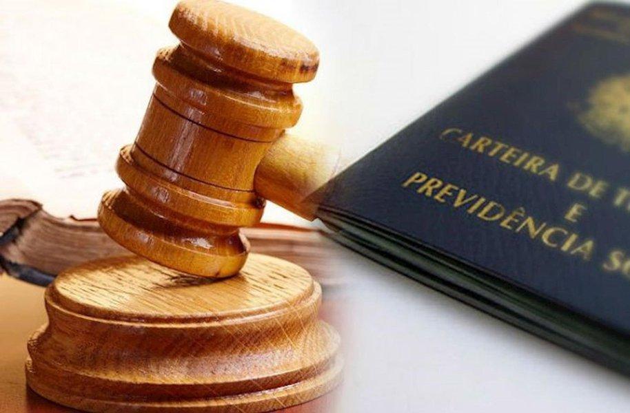 Contra ameaça de Bolsonaro, advogados fazem ato em defesa da Justiça do Trabalho