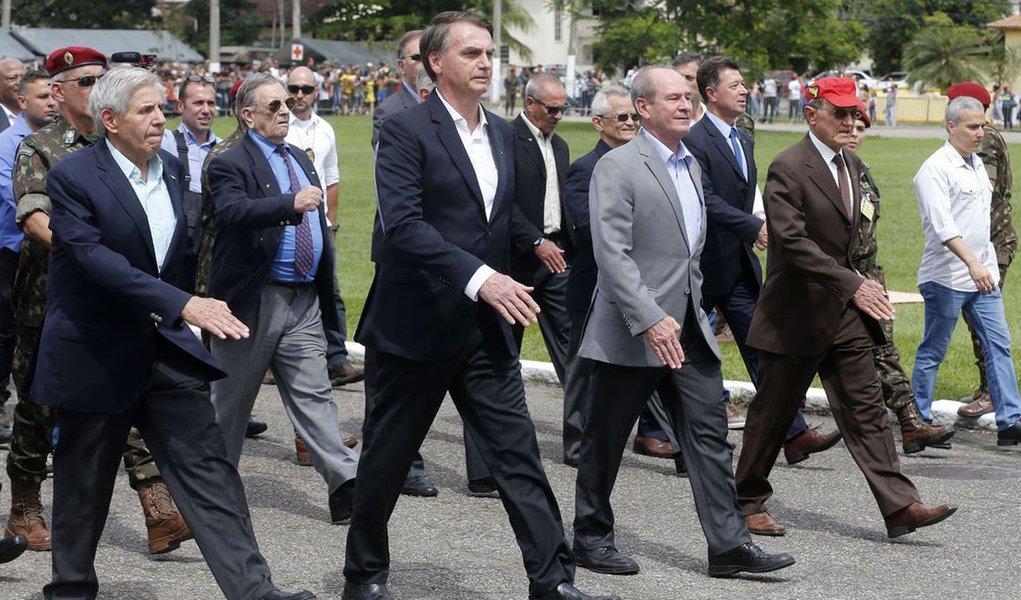 Tijolaço: desgaste político de Bolsonaro não é ruim para ala militar