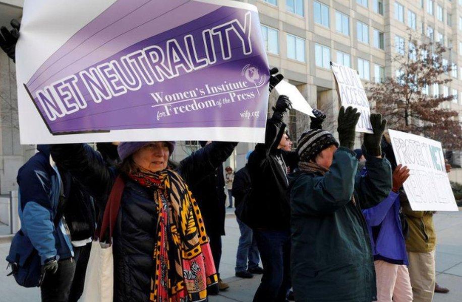 """Grupos de internet pedem a corte dos EUA para reestabelecer regras de """"neutralidade da internet"""""""