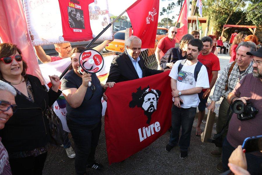 Ex-presidente da Colômbia visita Lula e pede que ONU venha ao Brasil