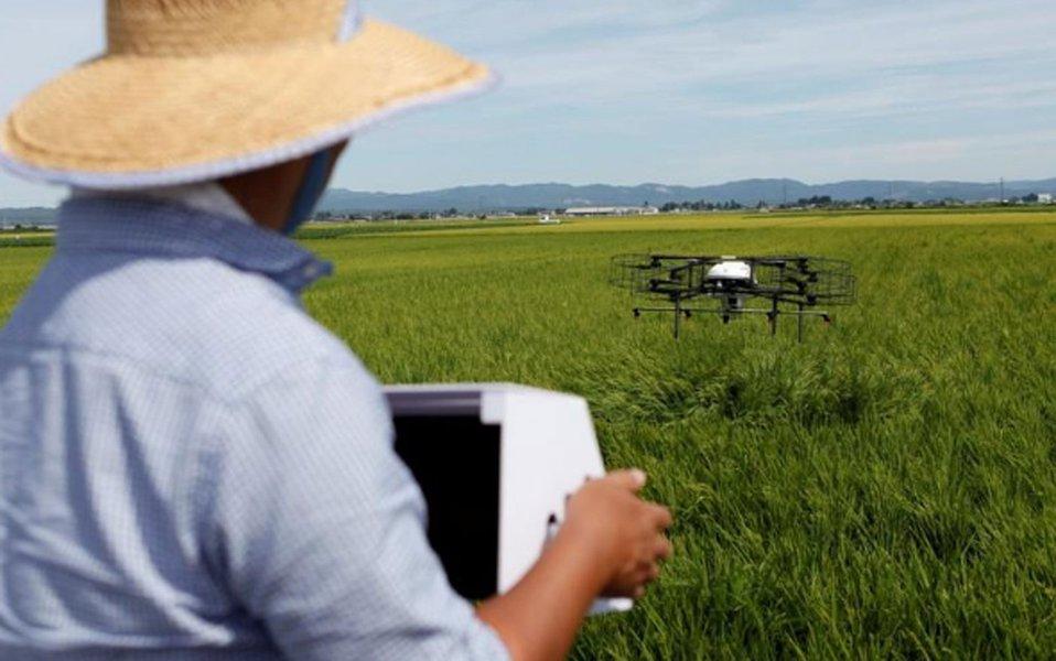 Drones oferecem ajuda de alta tecnologia a agricultores idosos do Japão