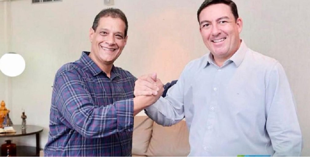 Vitti firma parceria e anuncia apoio a Armando Vergílio