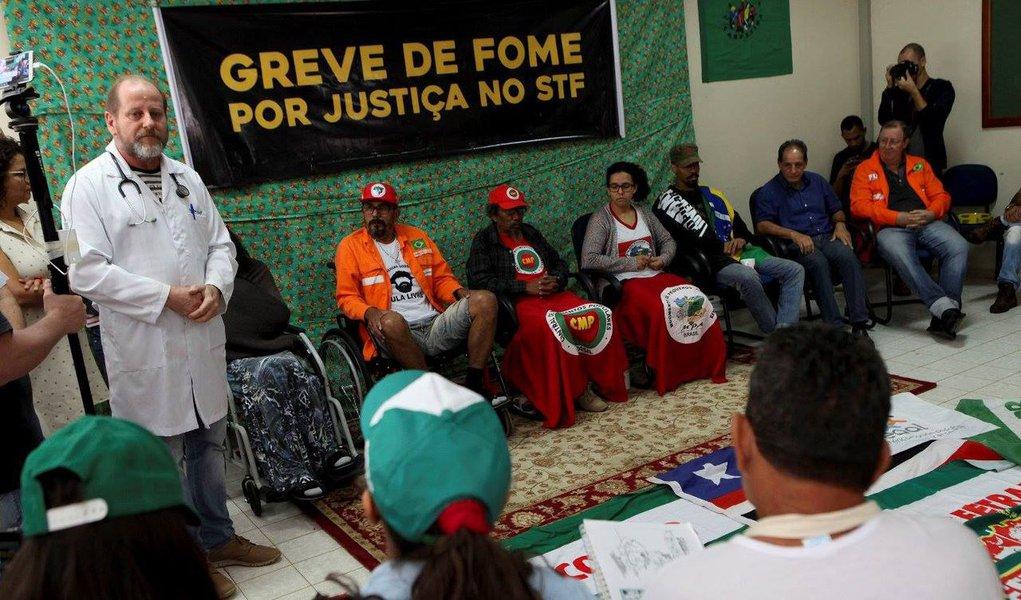 Após vitória, Igreja pede que manifestantes encerrem greve de fome por Lula