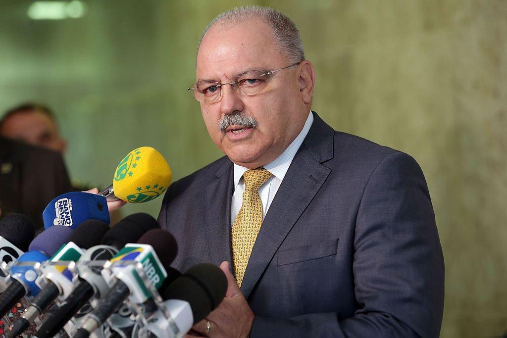 Fechamento de fronteira com Venezuela é impensável, diz ministro