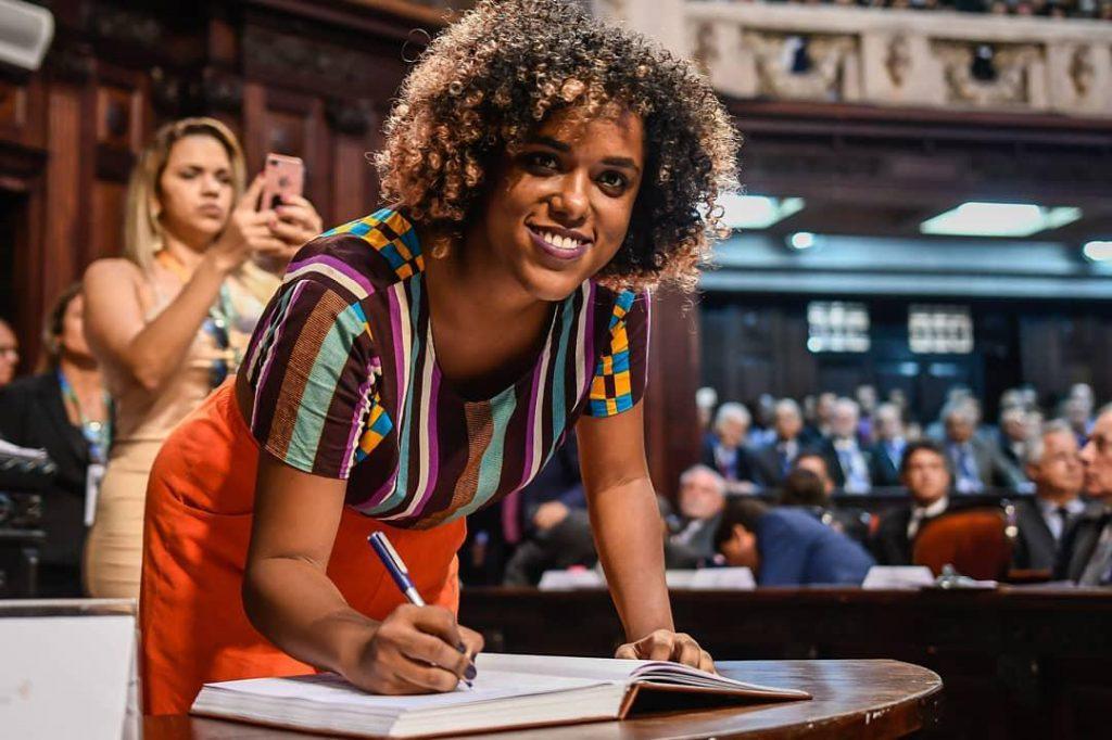 """""""Cotas foram a revolução silenciosa no Brasil"""", diz deputada e estudante cotista"""