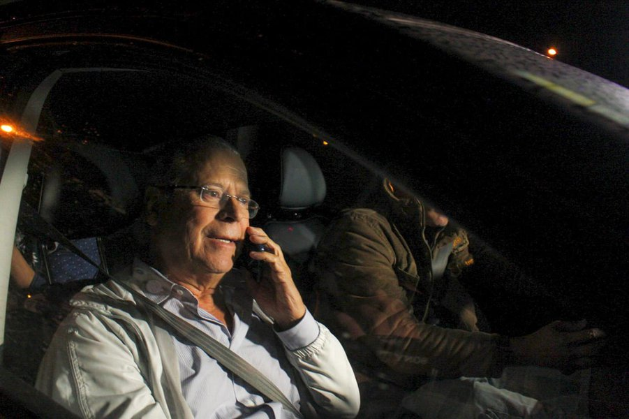 Ex-ministro José Dirceu se entrega à Polícia Federal, em Curitiba
