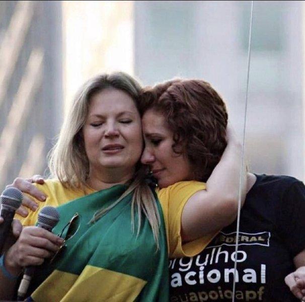 Joice Hasselmann e Carla Zambelli promovem briga pública nas redes sociais