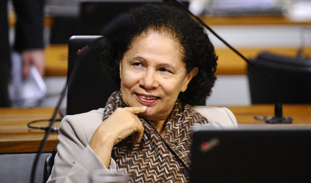 Regina Sousa: a casa grande pira ao ver gente humilde no poder