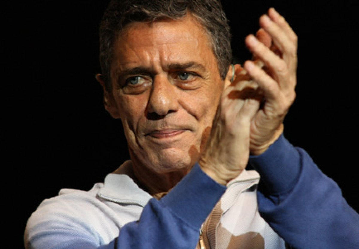 Chico Buarque vence Prêmio Camões de Literatura