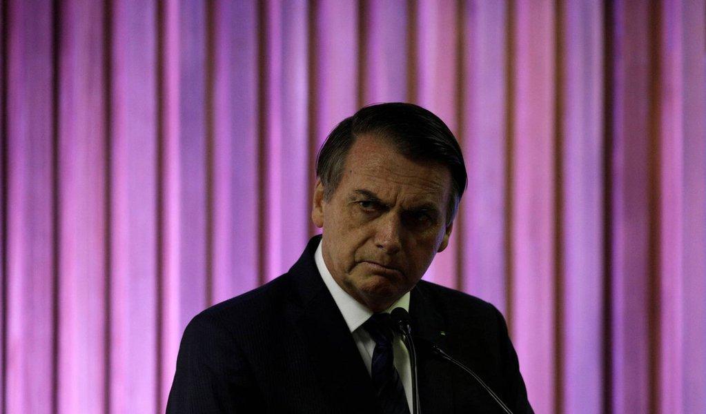 Autoritário, Bolsonaro demite presidente dos Correios por tirar foto com deputados