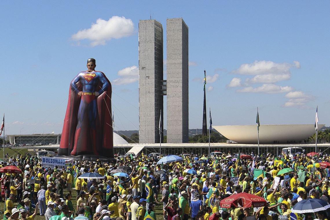 Manifestações não foram grandes o suficiente para Bolsonaro vencer crise