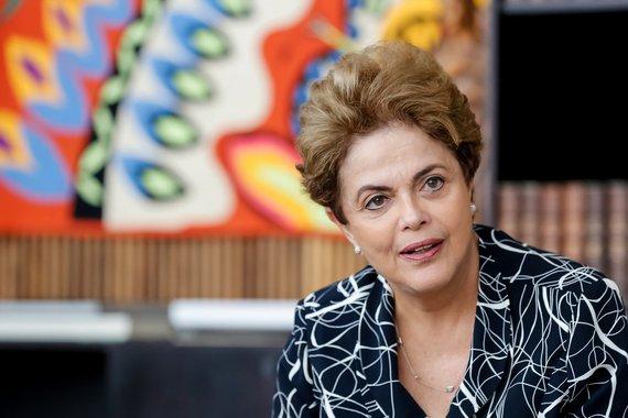 Dilma vai ao STF contra fake news de Bolsonaro