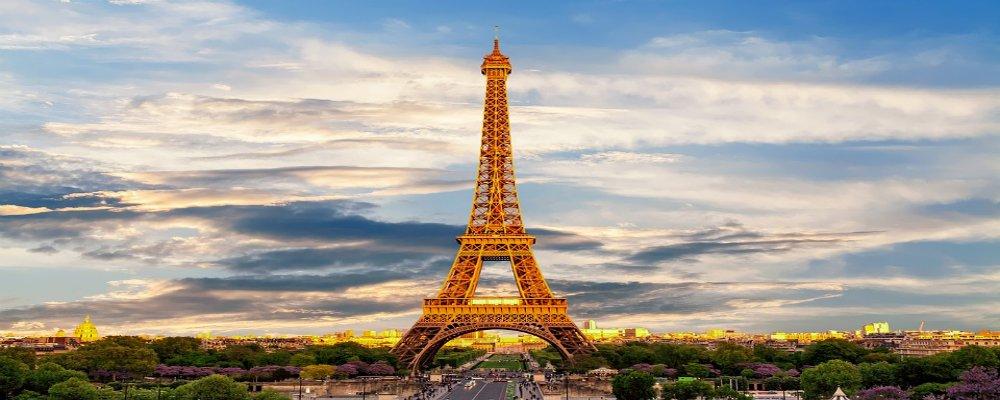 Conheça Paris com passagens aéreas promocionais e compre logo os ingressos