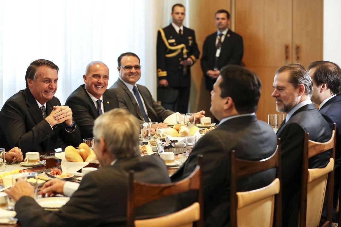Um pacto para destruir o Brasil