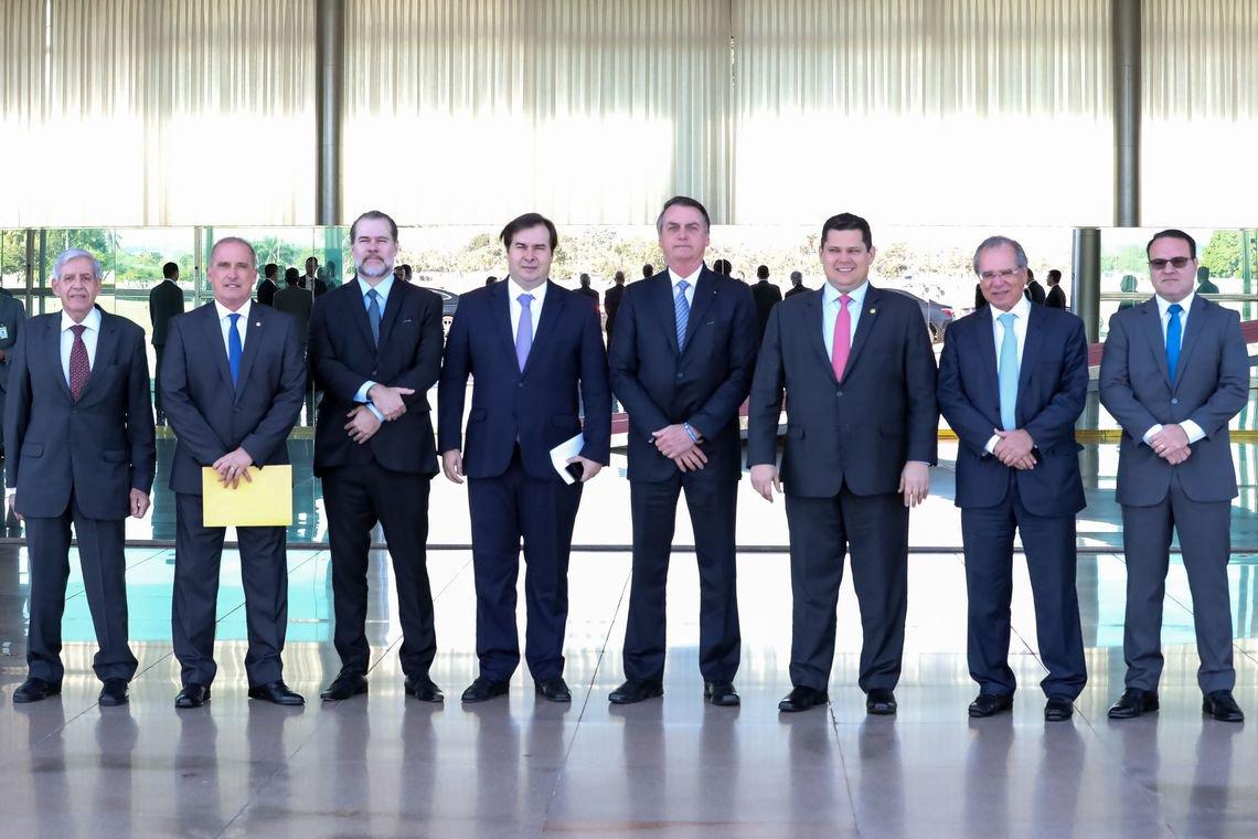 Bolsonaro dá a Codevasf com uma mão e tira o Coaf com a outra