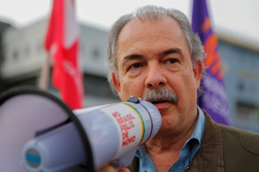Mercadante: autoritarismo de Bolsonaro não tem limites