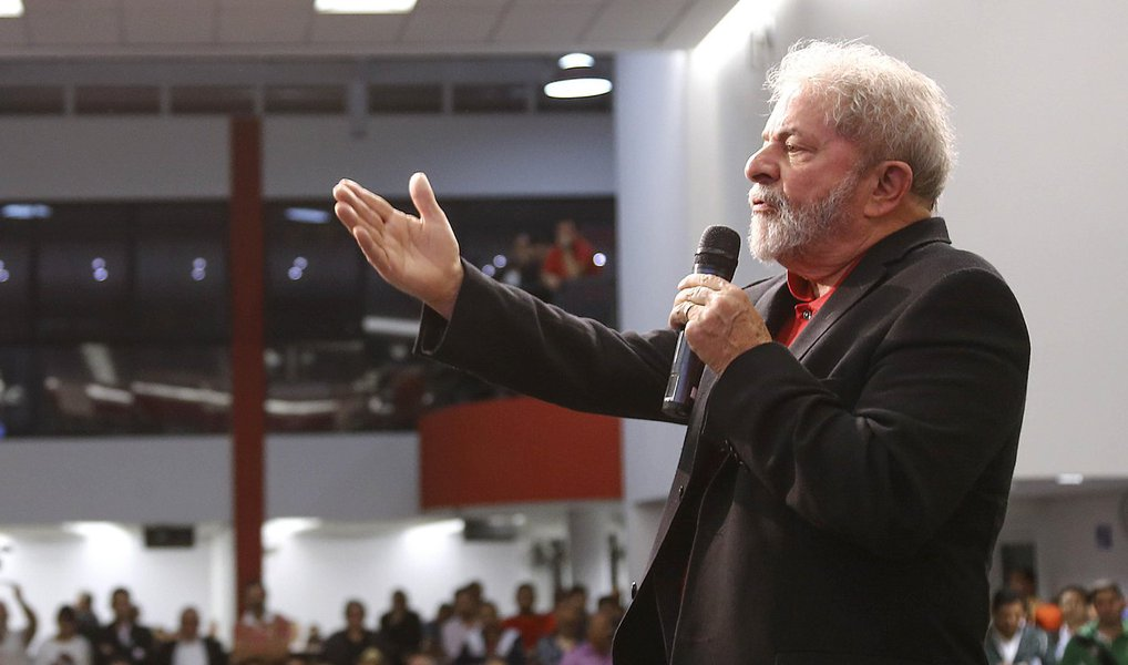 Lula: Harmonia política é saída para a crise