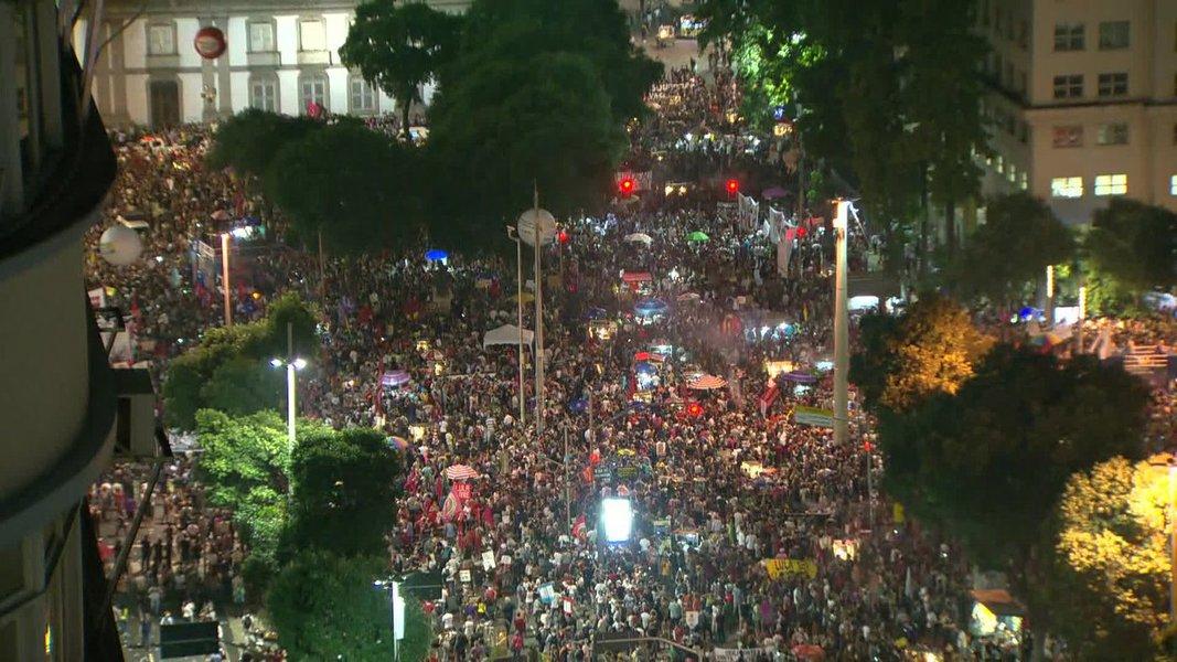 Mais de 1 milhão de brasileiros saem às ruas contra o desastre Bolsonaro