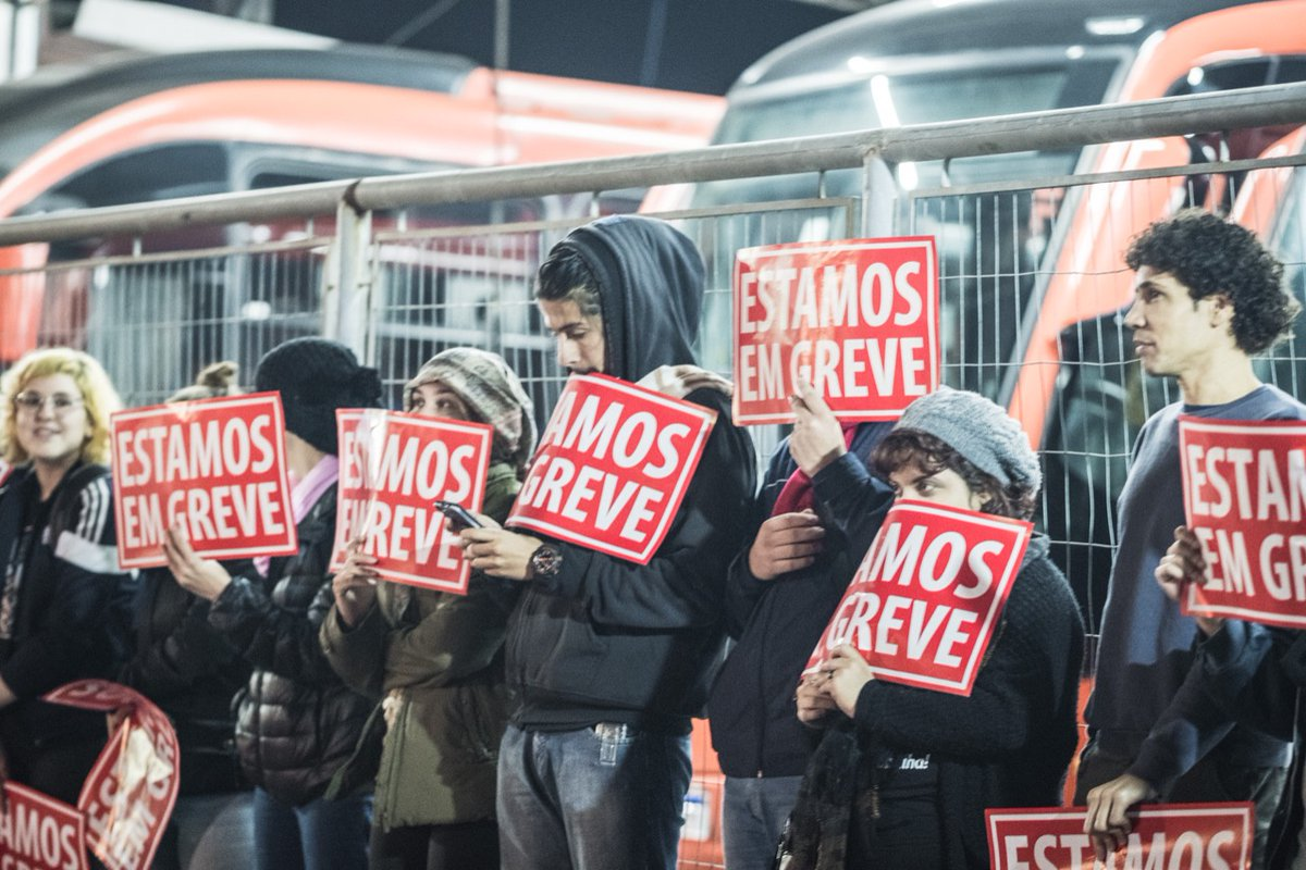 Greve geral deixa 40% da frota de ônibus de Curitiba nas garagens
