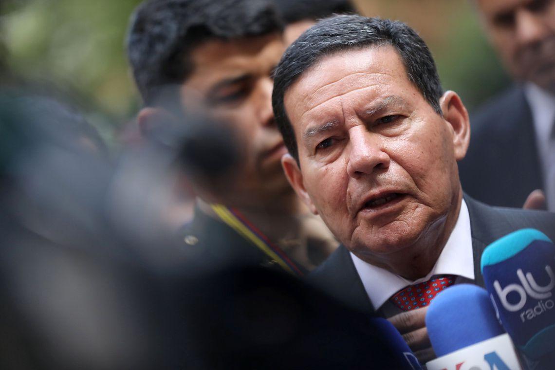 Mourão lamenta demissão de Santos Cruz: companheiro de todas as horas