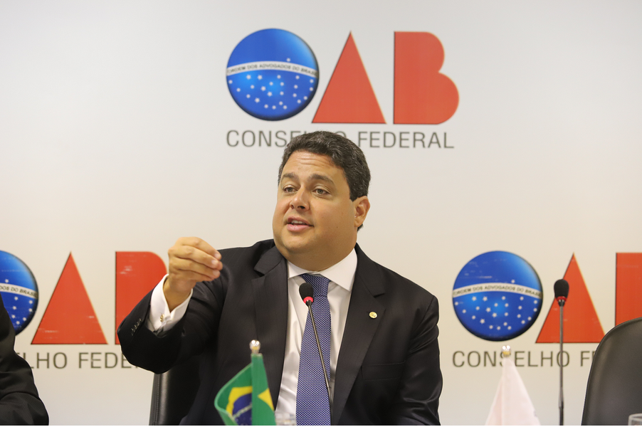 Presidente da OAB é recebido por Alcolumbre e defende afastamento de Deltan e Moro