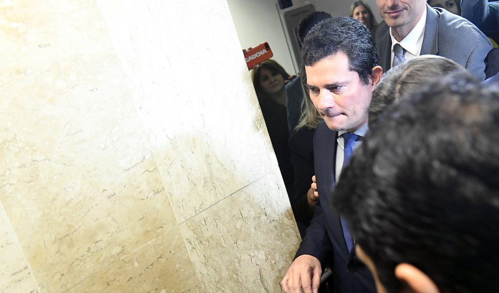 'Pede para sair, Moro', escreve Elio Gaspari