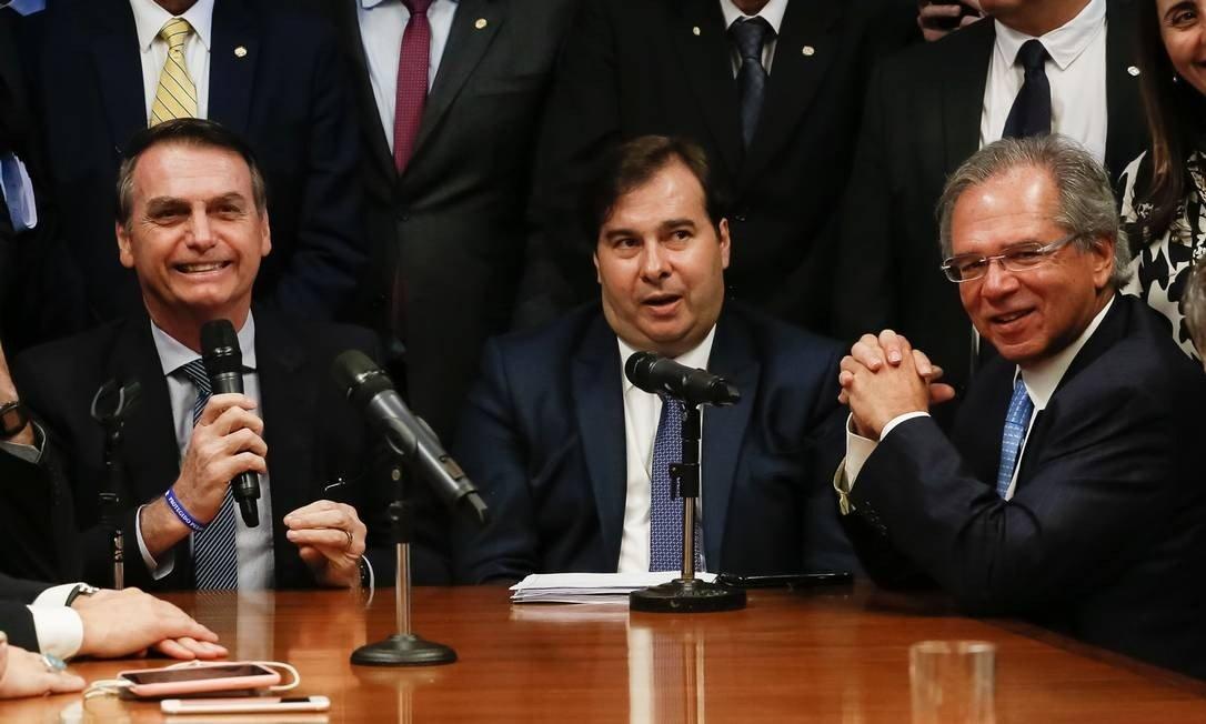 """Maia derrota """"nova"""" Previdência de Bolsonaro/Guedes"""