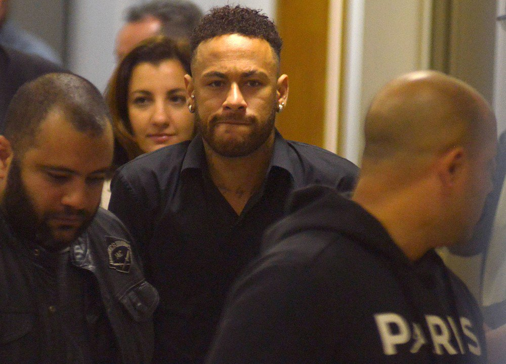 Justiça brasileira bloqueia 36 imóveis de Neymar por 'calote fiscal'