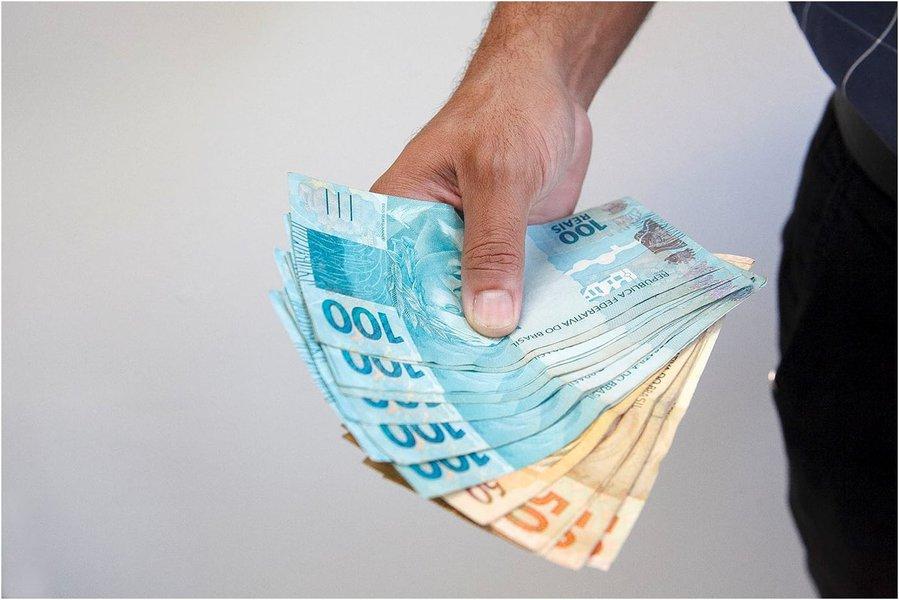 Maranhão é o primeiro Estado do Brasil a pagar 13º salário