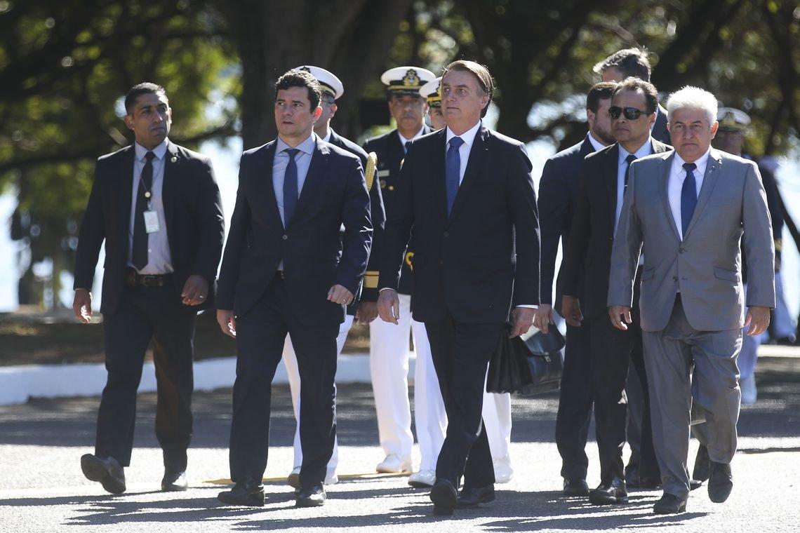 Bolsonaro volta a exaltar Moro, acusado de vários crimes