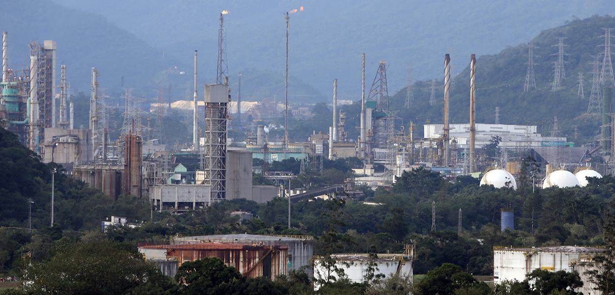 Vista geral de indústrias em Cubatão