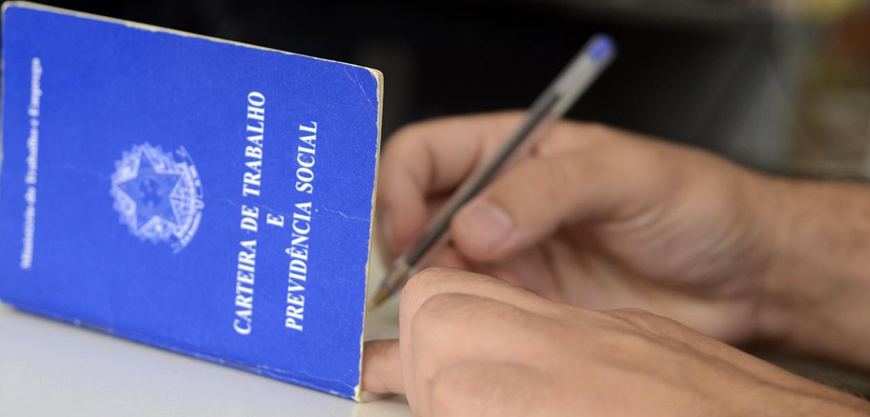 Sem dar folga para o trabalhador, governo autoriza trabalho permanente em domingos e feriados