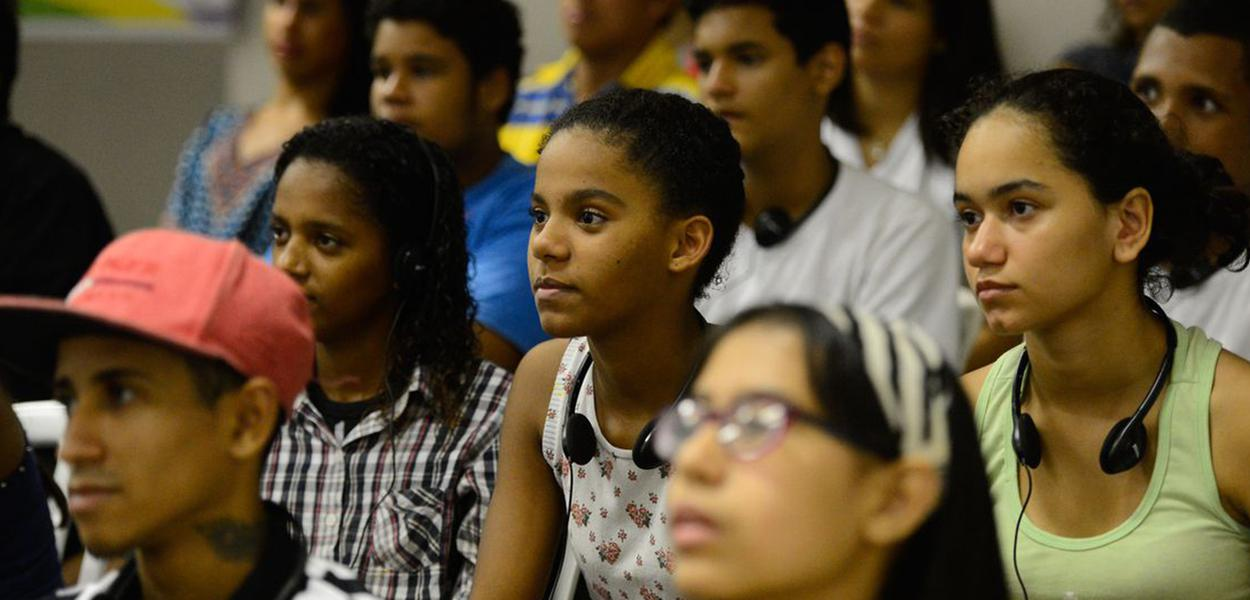 Quase um quarto dos jovens brasileiros não estuda nem trabalha