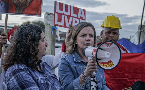 Gleisi Hoffmann visita Lula em Curitiba