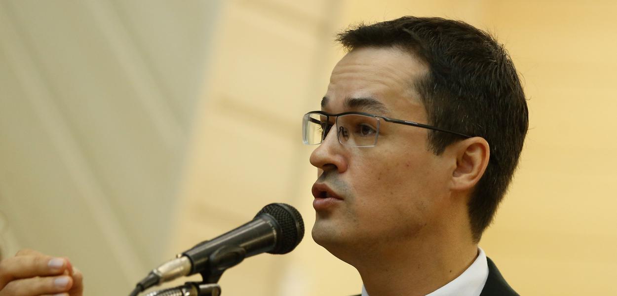 O procurador Deltan M. Dallagnol fala durante seminário da EMERJ, no Tribunal de Justiça, no centro do Rio.