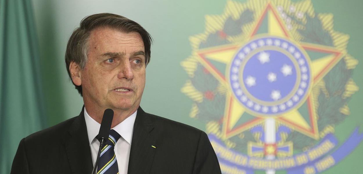 O presidente Jair Bolsonaro dá posse ao novo ministro da Educação, Abraham Weintraub, em cerimônia no Palácio do Planalto.