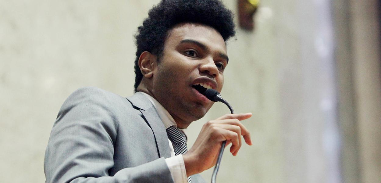 Fernando Holiday discursa na câmara de vereadores de são paulo