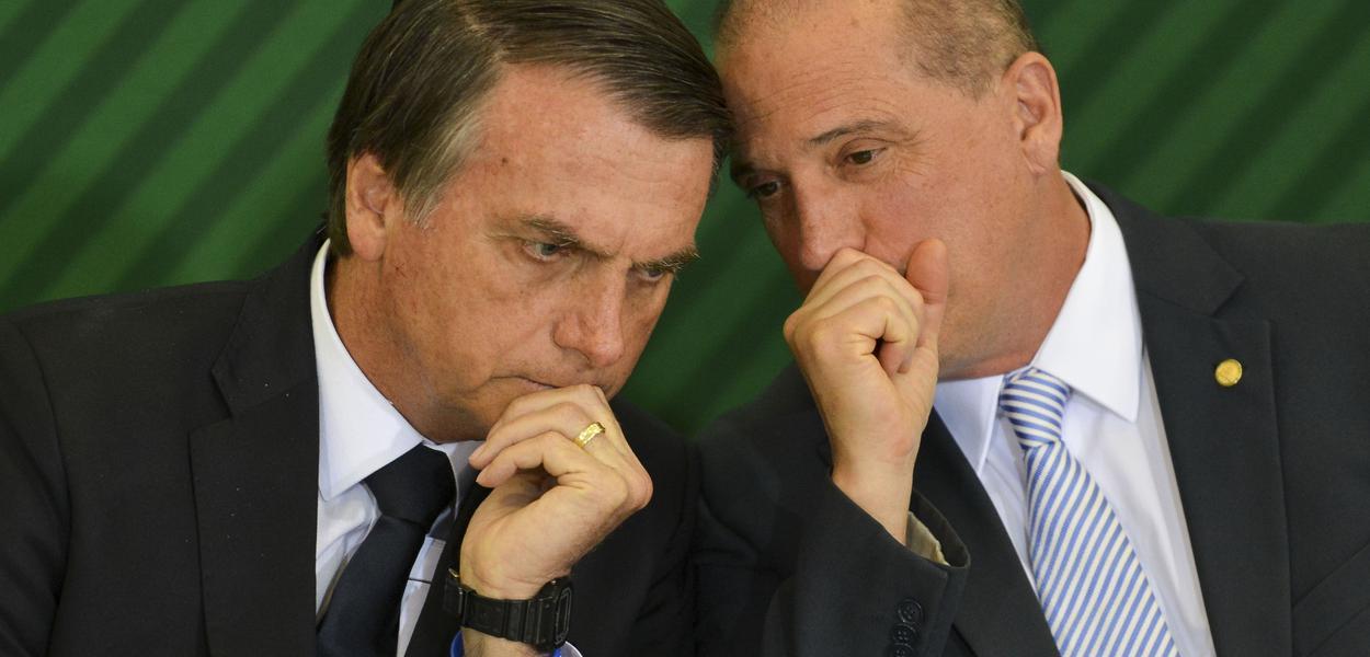 O Presidente Jair Bolsonaro e o ministro da Casa Civil, Onyx Lorenzoni, durante cerimônia de posse aos presidentes dos bancos públicos.Foto Marcelo Camargo/Agência Brasil